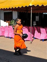 Photo: a novice with alms bowl, Wat Phra That Doi Kong Mu