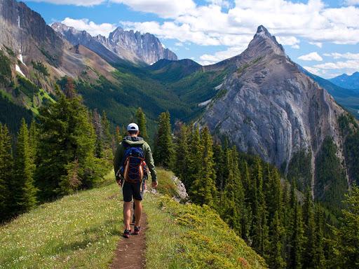 Hiking Tips For Beginners From a Kananaskis Emergency Rescue Responder
