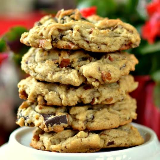 These Homemade Chocolate Chip Cookies Are Thick, Yet Soft, Melt In Your Mouth Cookies Full Of Chunks Of Rich Chocolate.