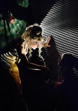 Photo: Wien/ Kammerspiele: AUFSTIEG UND FALL VON LITTLE VOICE von Jim Cartwright. Inszenierung Folke Braband. Premiere 7.5.2015. Sona MacDonald, Eva Mayer. Copyright: Barbara Zeininger