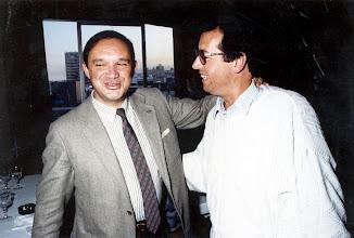 Photo: Fernando Fernández, presidente del Gobierno canario, saluda cordialmente a Amado Moreno.