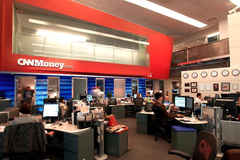Photo: Around the CNNMoney newsroom...