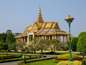 Photo: In the afternoon we visited the Royal Palace and the Silver Pagoda, built mainly by the French in 1866.  There are many beautiful gardens here.