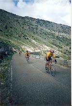 Photo: SUBIDA A LAS PALOMAS MARCHA DE UBRIQUE 1998 EN LA IMAGEN APARECEN ANTONIO CASTRO AL FINAL, EL CHAPANEA DELANTE Y YO EL PRIMERO