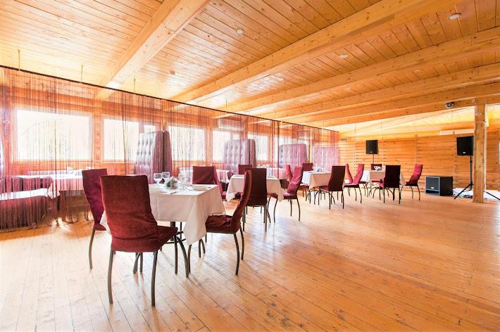 Фото №2 зала Кафе «У озера»