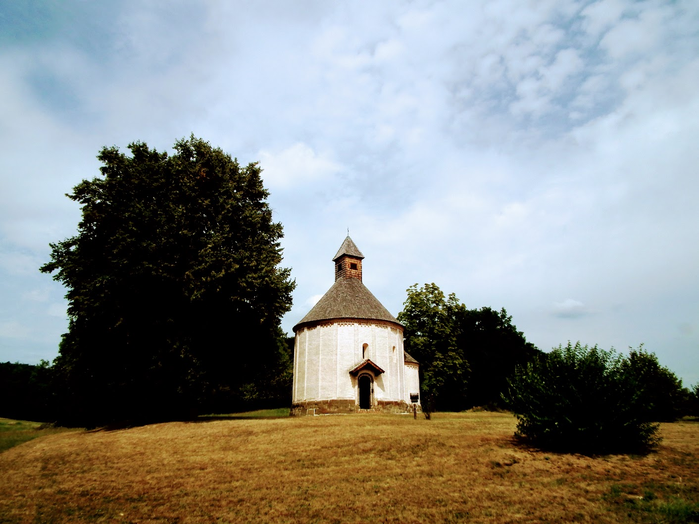 Selo (Nagytótlak) - cerkev sv. Nikolaja (Szent Mikós körtemplom, rotunda)