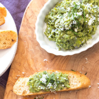 Mashed Fava Beans and Mint Crostini | #WeekdaySupper