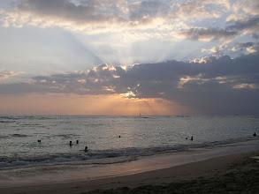 Photo: C1240016 O'ahu - Honolulu - zachod slonca na plazy