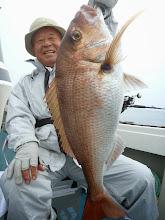 Photo: やったぜー! 5kgぐらいの真鯛です! いきなりのいいお土産キャッチで顔もほころびます!
