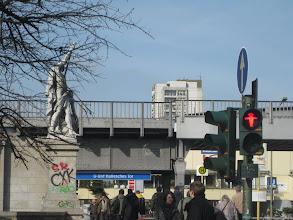 Photo: Zawsze gdy widzę ten znak światła, wyobrażam sobie, że to rysberlin w sombrero pokazuje: nie przechodź...