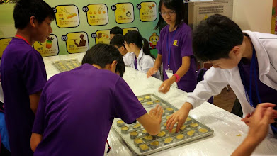Photo: Pineapple Cake DIY