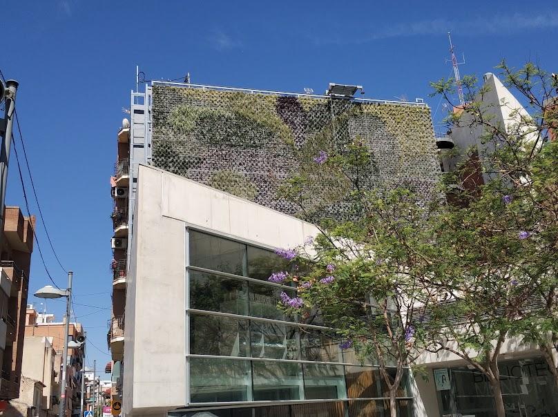Jardín vertical visto desde el frente