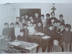 Photo: Escolares con Don Ángel. Mª Jesús Fdez Bobadilla Untoria. Año: 1968.