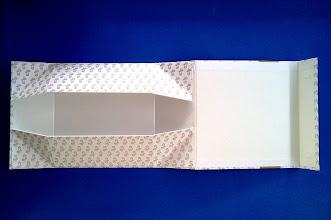 Photo: Caixa Especial (24) com fecho magnético e desmontável (completamente aberta)