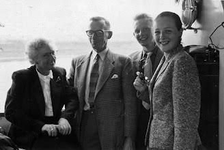 Photo: Cornelia Verkaik en Eisso Post met kinderen: - Everhardus Cornelis - Louise Petronella