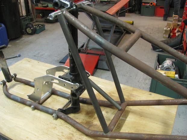Modified frame left side. For take a supercharger on the Triumph Pré-Unit.