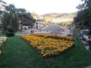 Photo: градинката около сярната баня. Въпреки цветята си намирисва на развалени яйца