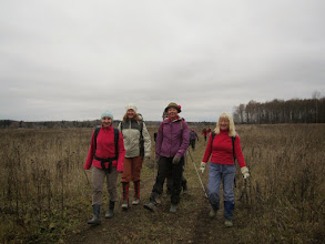 Photo: Сегодня пасмурно, но яркие девушки группы Рыжавского оживляют осенний пейзаж.