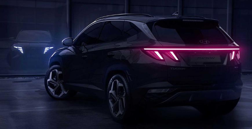 Logo Hyundai lần này được đặt hẳn lên cao.