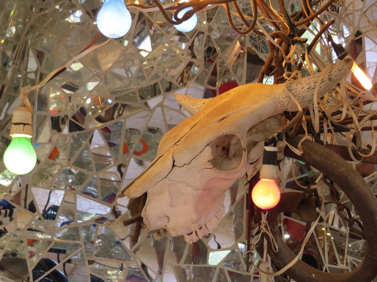 Niki de Saint Phalle, L'Imperatrice, interiore  (particolare), Giardino dei Tarocchi, Capalbio