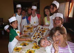 Photo: I cuochi: i biscotti sono pronti
