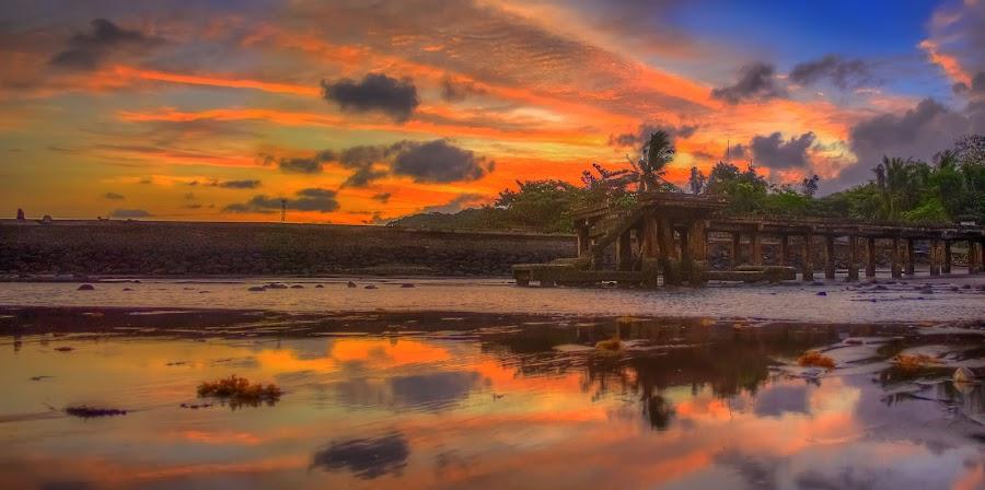 Sunrise at the Wharf by Gilbert Sanchez - Landscapes Waterscapes ( water, reflection, sunrises, sun set, waterscape, sun rise, reflections, waterscapes, sunlight, morning, sun, reflecting, sun rays, sunny, sunsets, sunset, sundown, sunrays, sunshine, sun light, sunrise, sunlit, reflect )