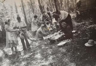 Photo: La Jira. Preparando la comida. Proveedor: Mireia García. Año: 1958.