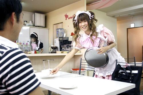 http://sobre-japon.com/wp-content/uploads/maid-cafe.jpg