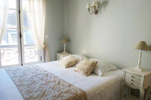 Bedroom at Luxury 4 Bedroom Apartment Near Montorgueil