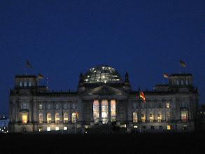 Photo: Der Reichstag bei Nacht