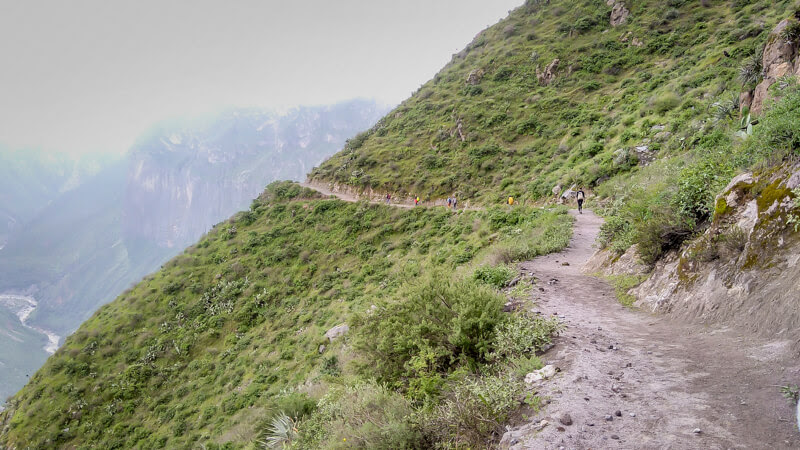 hiking colca canyon perù in cloud weather