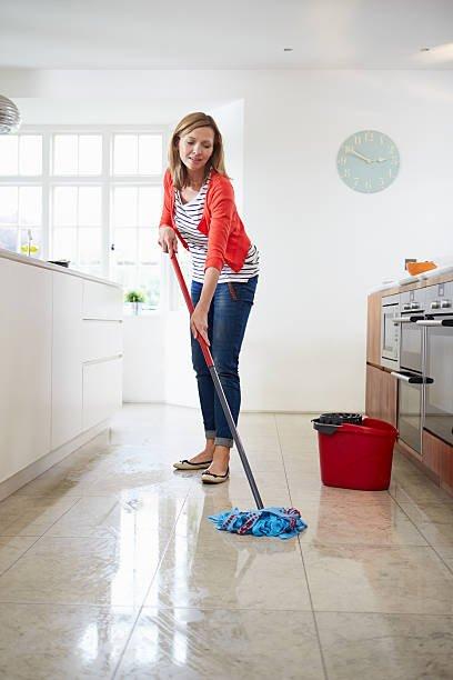 Regularnie mycie podłóg ma wiele plusów