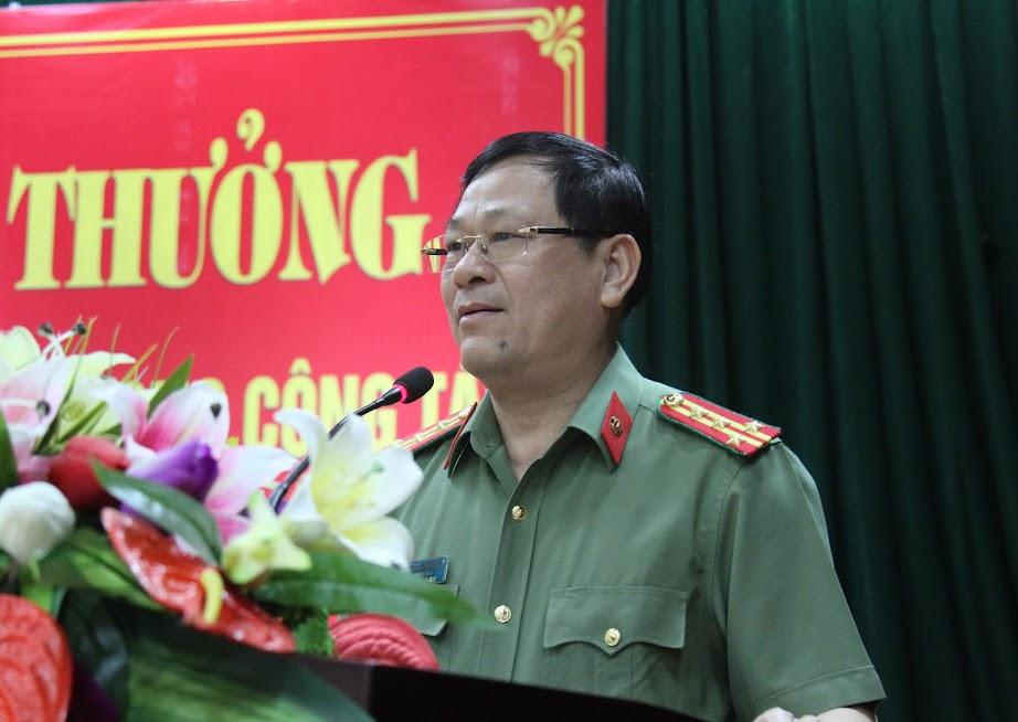 Đại tá Nguyễn Hữu Cầu, Giám đốc Công an tỉnh ghi nhận đánh giá cao thành tích xuất sắc của đơn vị về công tác chữa cháy trong đợt nắng nóng cao điểm vừa qua