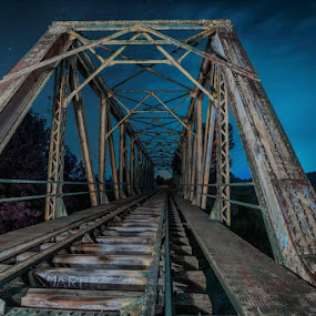 La vía del tren by Lourdes Ortega Poza - Buildings & Architecture Bridges & Suspended Structures ( puente, tren, arquitectura, hierro, paso a nivel, rio, viaducto, ferrocarril, noche, via )