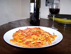 Bucatini_amatriciana from Wikipedia.JPG