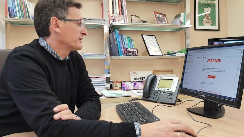 José Luis Sánchez Teruel, votando esta mañana.