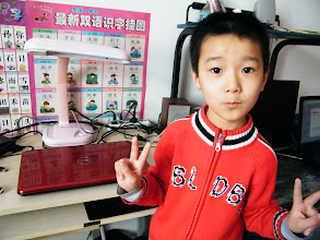 Photo: baby son, warrenzh 朱楚甲, owner of warozhu.com and wozon.net, with his first notebook, a dell Inspiron 15R. his pc games experience enriched since now, with his dad, benzrad 朱子卓's happy companion.