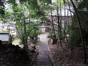 石段を降りると松尾寺境内