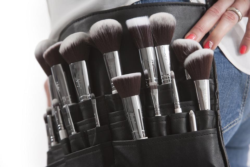 makeup-brushes-824708_960_720.jpg