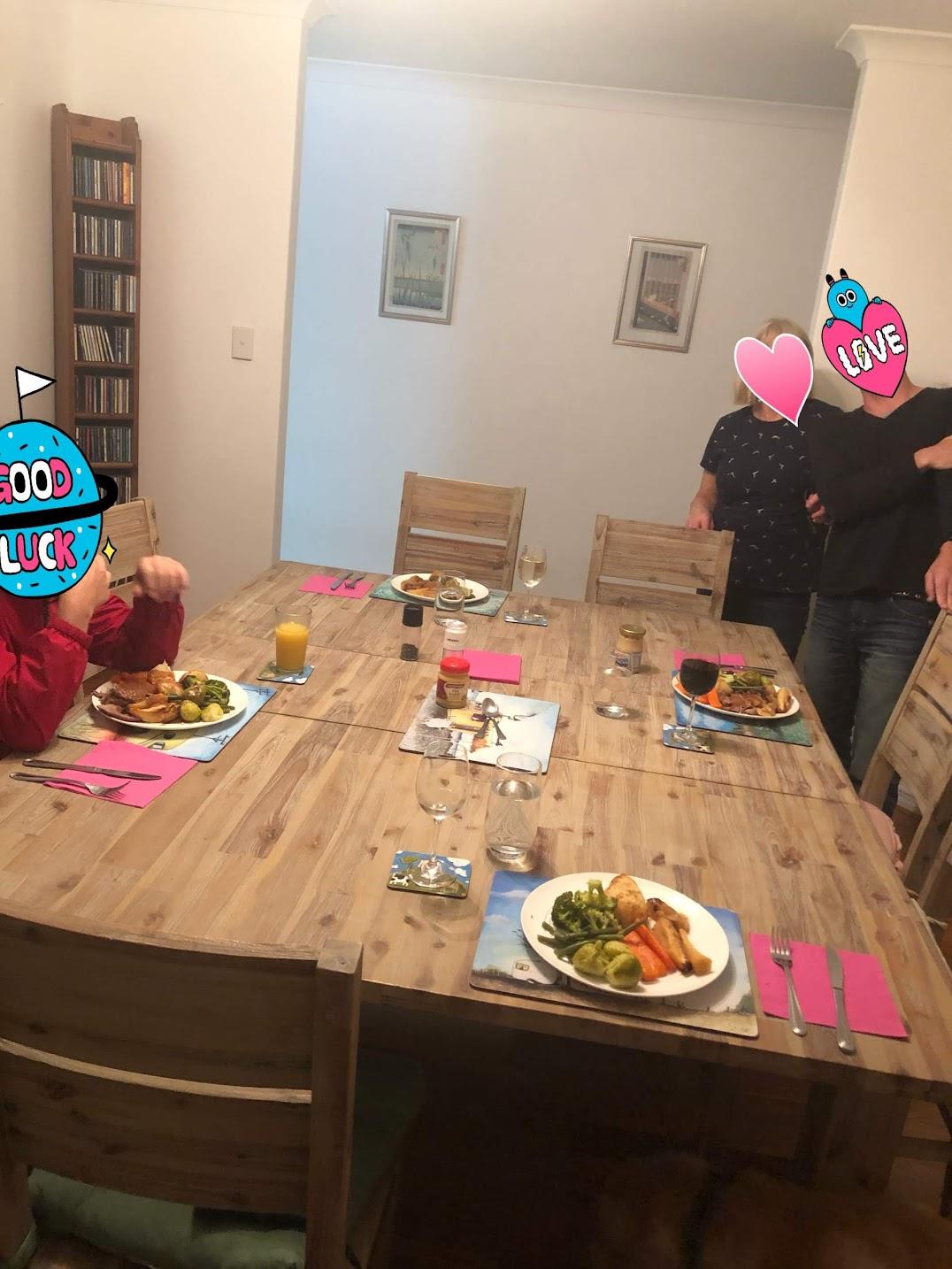 パース実家テーブル