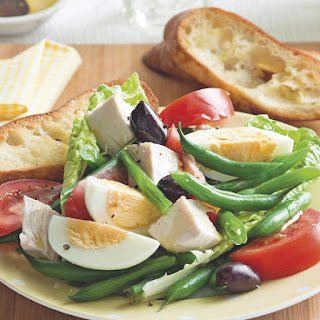 Chicken Niçoise Salad with Garlic Toast
