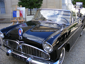Photo: Some State vehicles are displayed on the Court of Honour, a large open space from the early 18th century, and also the location of important events such as the arrival of a new President, and recognition of Legion of Honour recipients. This car does have some history, with a photo nearby showing its arrival here with the US President Kennedy in the early 1960's.