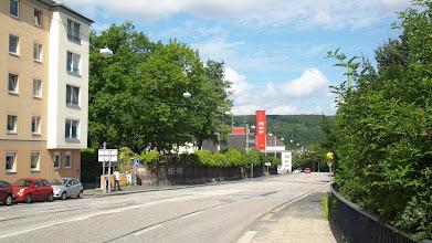 Photo: Die Front des Buschey-Friedhofs am Bergischen Ring zwischen Grünstraße und Feuerwache.