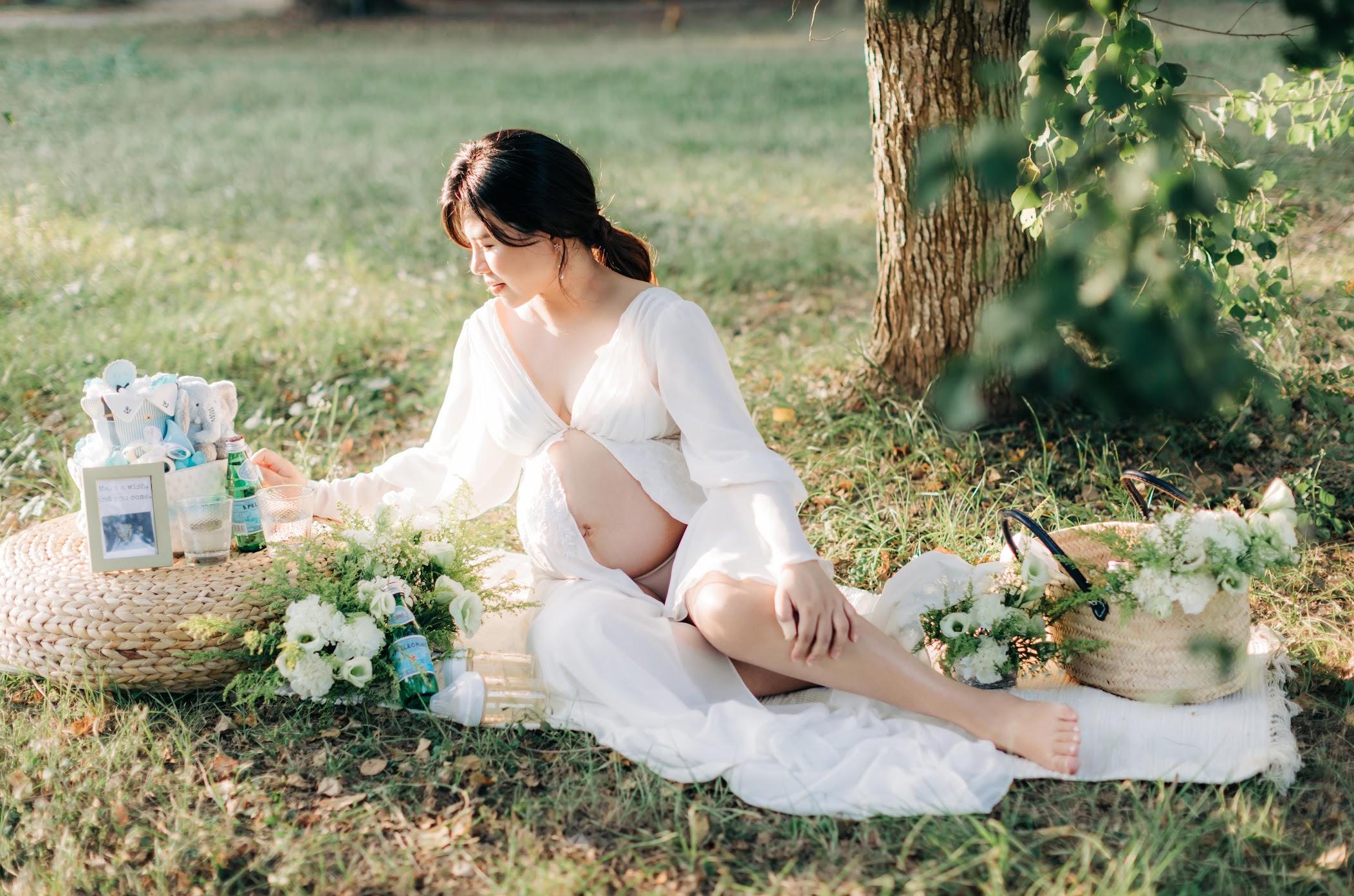 顏氏牧場孕婦寫真   Mandy   孕期紀錄 - 美式孕寫真 顏氏牧場孕婦寫真 / 戶外 孕期紀錄 寫真 / 美式婚紗婚禮 / 孕寫真 , 今年秋天,我們在顏氏牧場 ,為Mandy拍攝了這組 美式 孕婦 寫真 ,在涼爽的季節,拍攝相當順利。這是一次非常深刻的 戶外 孕期紀錄 孕寫真 拍攝經驗,而外拍中,Mandy還自己預備佈置,讓我們在草地為她拍攝AG的 逐光 美式 婚紗。