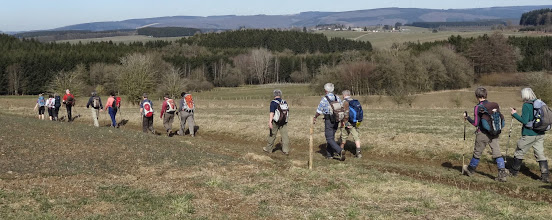 Photo: Hives, daarachter de Ourthevallei tussen Maboge en La Roche