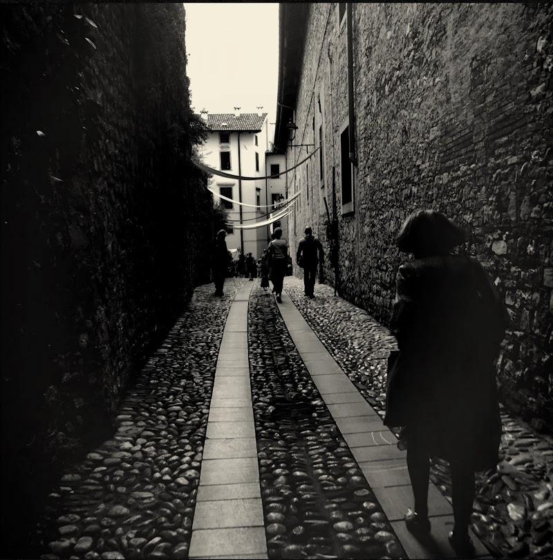 Scorci nella città longobarda di Elenina_