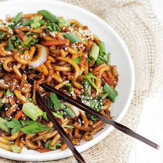 15 Minute Spicy Udon and Vegetable Stir Fry.