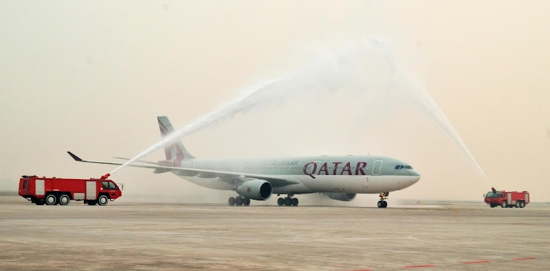 Photo: Qatar Airways' maiden flight QR848 from Doha to Chongqing arrives at the city's international airport on November 28 to a traditional water salute welcome.