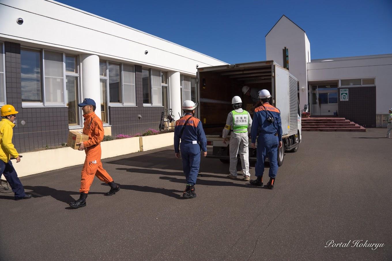 緊急支援物資の搬出