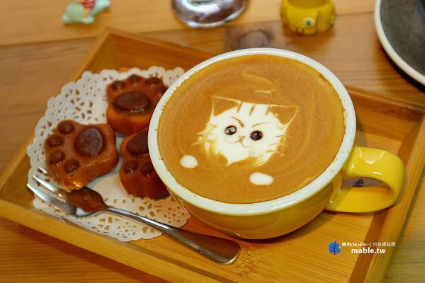 Awake coffee(巨蛋店):療癒餐點娃娃牆,必點限量貓掌蛋糕套餐